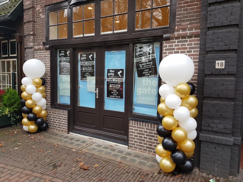 Ballonnenpilaar Wit Zwart Goud met Witte Topballon